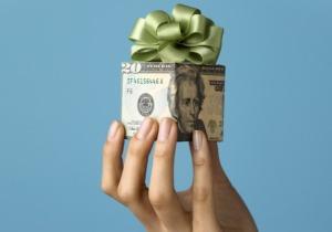 0912_money-gift_485x340
